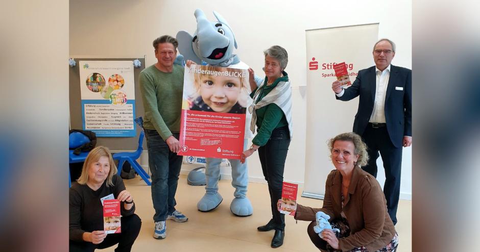 Hilfe, die ankommt! Für die Kinder in unserer Region KinderaugenBLICKE: Gemeinsame Spendenaktion der Stiftung der Sparkasse Südholstein mit dem Kinderschutzbund