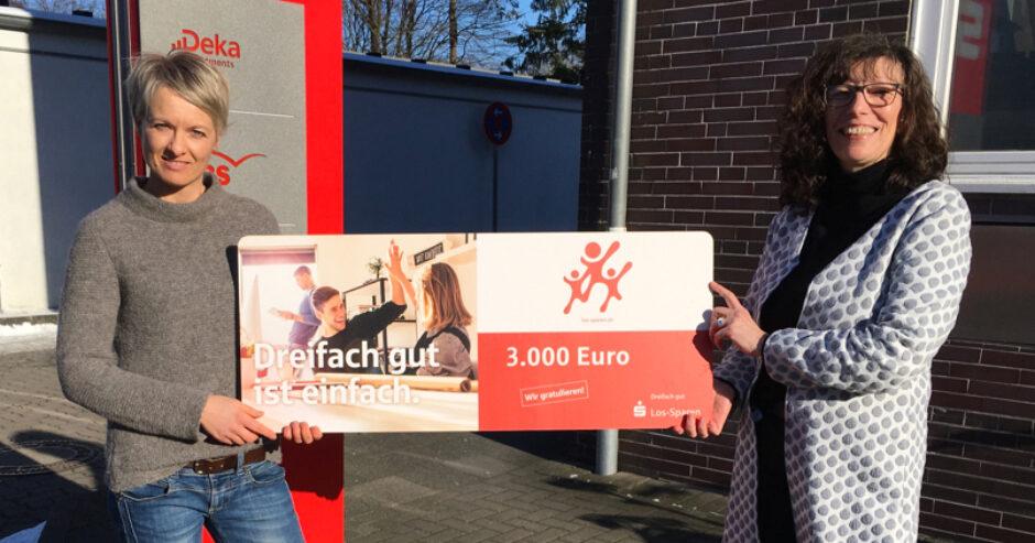 3.000 Euro für Sparkassenkundin aus Neumünster – Dreifach gut: das Los-Sparen der Sparkassen